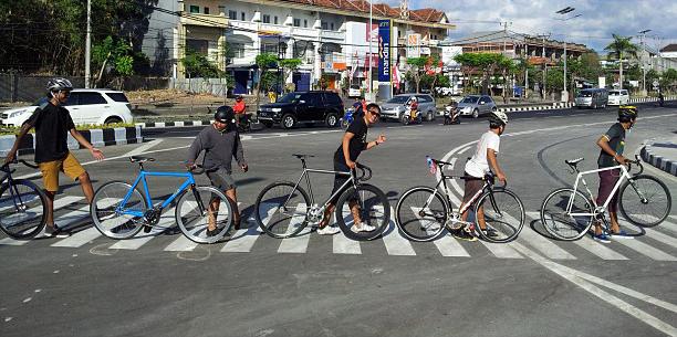 Beibey Road. #psyclo #bali #morning #fixedgear #fun #crossing
