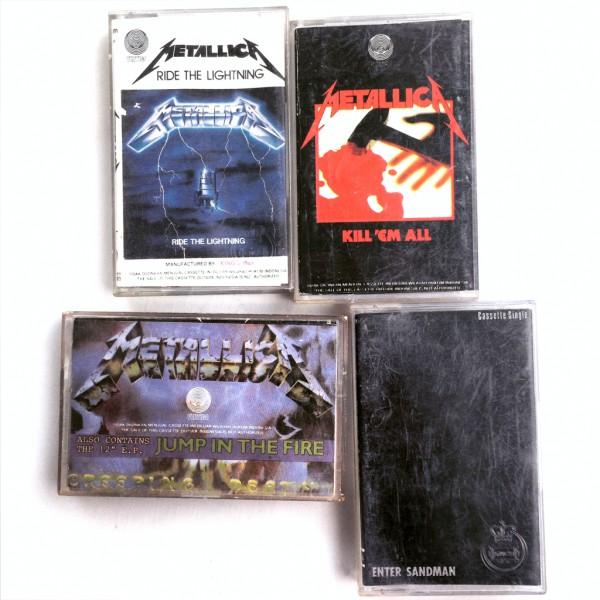 Beberapa kaset Metallica yang dirilis di Indonesia.